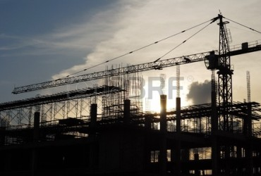 15513841-the-construction-crane-on-sunset