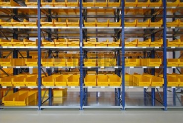 27344703-storage-bins-and-trays-in-distribution-warehouse